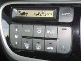 のエアコンはオートエアコンでお好みの温度調整が出来、オールシーズン快適にドライブできます!楽しさ倍増ですよぉ~♪リア席はプライバシーガラスで夏も涼しく過ごせます!