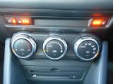 運転席、助手席ともにシートヒーター付きです。ステアリングにもヒーターを装備しています。冬場に頼もしい味方です。