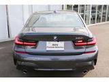 BMWを熟知したメカニックによる、100項目の納車前点検。ドイツ本国と同様の教育・訓練を受けたメカニックが、100項目にも上るポイントを徹底的に点検、整備した後にお客様にお引渡しします。