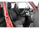 運転席・助手席ともに足元は広々としていてゆったりと座れる状態です♪