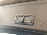 電動リアゲートですので開閉がらくらく♪ボタン一つで閉めることができます♪