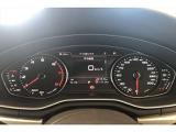 中央のマルチファンクションインジケーターにより可能走行距離、燃費、走行時間等を素早く確認することがで、欲しい情報をいつでも安全に確認することができます。