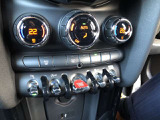 左右独立エアコンですので、体感温度が違う場合でも、快適にドライブが出来ます!