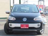VW独自のハッチバック!デザインと実用性を兼ね備えたおなじみのcross up!♪とびっきりプライスで登場!お早目のお問い合わせ、スタッフ一同心よりお待ちしております☆