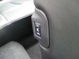 冬場のシートは非常に冷たくなっております。こちらのお車はシートが温かくなる「シートヒーター」機能付。冬も快適にドライブが楽しめますよ!