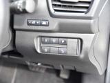 ステアリングヒーター、エマージェンシーブレーキなど、各種操作ボタンです。