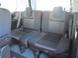 乗り込んでしまえば、セカンドシートにも引けをとらない快適性のサードシート!シートバックテーブルやUSB電源もご利用いただけます!!