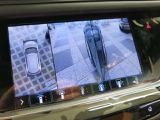 新世代サラウンドビジョンは、自車とその周囲を真上から見下ろしたような360度の映像に加え、フロント、リア、サイドの映像も一緒に映し出すことが可能。死角をなくし安全な運転をサポートします。