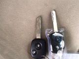 ロック、アンロックが別々の2ボタン式キーレスキーです。