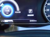 走行用バッテリーの充電量や概算の走れる距離など様々な情報がみられます。