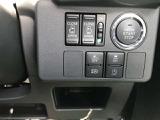 エンジンスタートボタンと各種操作スイッチ