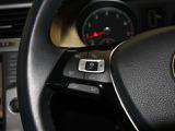 ACC(アクティブクルーズコントロール):あらかじめ設定された速度を上限に自動で加減速を行い先行車両との車間距離を保ちます。