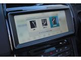 縦列駐車や車庫入れをアシストするシステム。ドライバーは ギアを選択し、アクセルとブレーキを操作するだけで駐車できます。画面表示と通知で操作をガイド。駐車のストレスを軽減します。