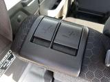 トランク側からもセカンドシート前後、背もたれの調整できます!便利です!