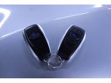 アクセスキーは2本ございます。ポケット等に携帯しているだけで鍵の開閉やエンジン始動が可能です。