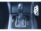 運転席、助手席でエアコンの温度をそれぞれ設定することができます。シートヒーターコントロールのスイッチもこちらにございます。