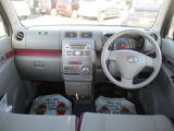 シンプルなデザインの運転席廻り!