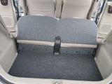 リア席を倒せば広々とした空間の出来上がり、荷物をより多く載せることが可能になります。