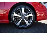 純正18インチアルミホイール装備!車好きだけでなく、安定感を求める方にピッタリです!
