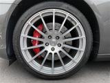 純正20インチアルミホイール。タイヤも7分残っており当面の間安心して走行可能です。輸入車・国産車問わず下取り・買取査定も承りますので、まずは03-6666-2544までお気軽にご相談下さい。