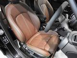 60周年記念車専用MINI Yoursレザーラウンジ・ダークマロンです。シートヒーター装備。シートやステップもとてもきれいな状態です。