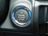 アクセスキーをポケットやバックに入れっぱなしで、ドアの施開錠、エンジン始動が可能!プッシュエンジンスタートは気分が盛り上がります!