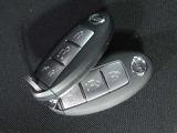 インテリジェントキーです。わざわざ鍵を取り出さなくてもドアのロックやエンジン始動が可能です。