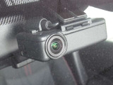 日産純正ドライブレコーダーです。駐車時も衝撃を感知して録画できます。