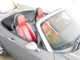 オープン時の状態です!風を切って走行すると普通の車では味わえない爽快感が体験できます!これはオープンカーならではですね♪シートカラーも特徴的で見た目もとってもオシャレ!