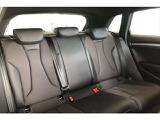 広々した後席シートは、快適な室内空間を提供してくれます。また万が一の事故から同乗者を守る安全性能を完備していますので、ドライブを心行くまで楽しんでいただけます。