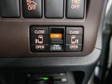 車内から開閉できる電動スライドドアスイッチ♪ドアノブでも開閉できますが、お子様の乗降にはお父さん、お母さんの愛情をプラスして開閉してあげてください(*^ ^*)