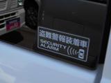 駐車中の盗難警報装置も装備、リモコンキー以外で解除すると、クラクションで異常を警報してくれます。