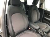 落ち着きのあるフロントシートは安心感が高く運転しやすいですよ♪