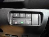 先進安全装備:通常走行時に車の周囲をセンサーやカメラが監視。いつでも安心して運転できるようドライバーをサポート、更に危険な状況になりそうな時も車が瞬時に判断して危険回避をアシストします。
