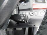 クルーズコントロールとは、アクセルペダルを踏まなくても一定速度で走行できる装置です。