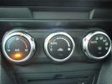 車内快適フルオートエアコンです。ダイヤル式で操作性も良好です。