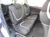 後部座席の足元も広々! 後席でノビノビ、リラックス快適な空間でドライブはいかがですか?
