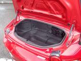 トランク小さいですが歴代ロードスターの中でも容量ございます。