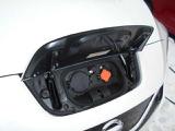 フロント部に充電ポートを装備!急速充電/普通充電が出来ます。 充電モードは即充電・タイマー充電・リモート充電の3タイプ☆