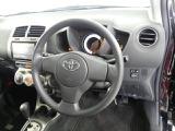 【運転席まわり】・・・ハンドルやシートなども隅々までクリーニング済み。キレイな車内でドライブがより一層快適にお楽しみいただけると思います。