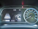 EVドライブに欠かせないバッテリーの状態をはじめ、ドライバーが必要とする色々な情報をグラフィカルに表示してくれる専用メーターです