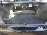 トランクルームはリヤシートのバックレストを分割して倒すことで拡張できます。