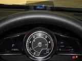 人間中心の設計によるドライビングポジションと、クリアな視界を確保できるセンターパネル。