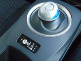 パソコンのマウスのような電制シフト、手首を軽く動かすだけで操作できる、まったく新しい操作感です。