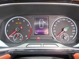 ステアリングのボタンで、メーターディスプレイに表示される、各種メニュー機能の操作や、『ACC』等アシスト機能の設定が可能です。