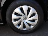 乗り心地と燃費性能を重視した15インチタイヤを装着。