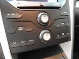 前席シートには寒い日に嬉しいシートヒーター機能付き!エアコンは左右別々に温度を変えることも可能です。