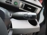 オートヘッドライト標準装備です 車外の明るさに応じて自動的にヘッドライトの点灯・消灯をしてくれます