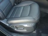 運転席は電動シートで微調整が出来てベストポジションが設定出来ます!