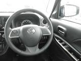 操作性の良い運転席!純正オーディオなどの操作が、ハンドルのスイッチからも操作可能です。